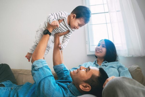 4 façons de se tourner les uns vers les autres en tant que nouveaux parents